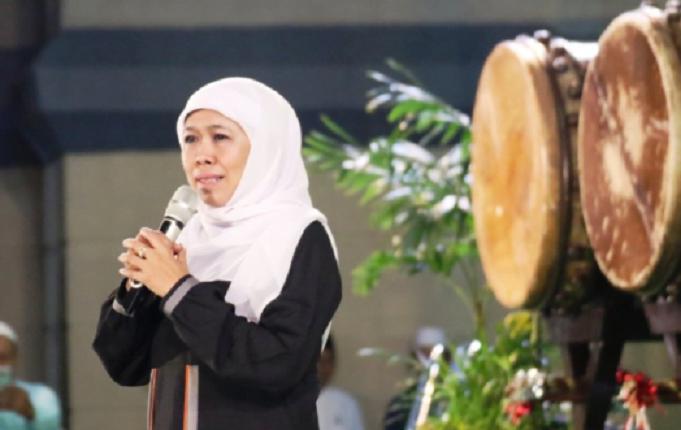 Khofifah saat hadiri acara gema takbir menyambut Hari Raya Idul Fitri 1440 Hijriah di Masjid Nasional Al Akbar Surabaya, Selasa (5/6/2019) malam.