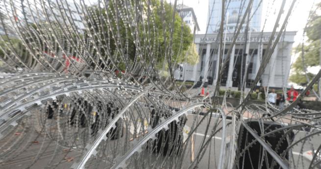 Pengamanan gedung MK jelang sidang gugatan Pilpres 2019.