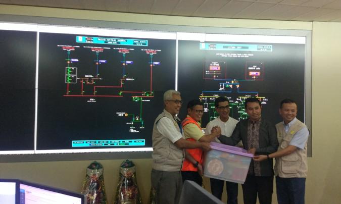 Jajaran direksi PLN Disjaya menyatakan beban puncak listrik Jakarta-Banten turun 40 persen.