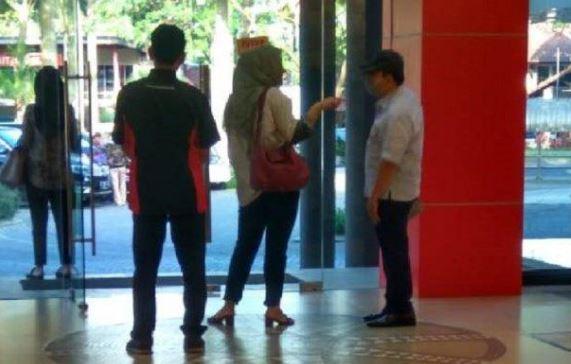 Setya Novanto saat terpergok plesiran di toko bangunan Padalarang.