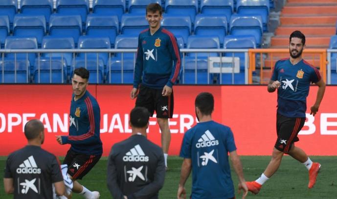 Momen saat timnas Spanyol melakoni sesi latihan jelang menghadapi Swedia (Foto: AFP)