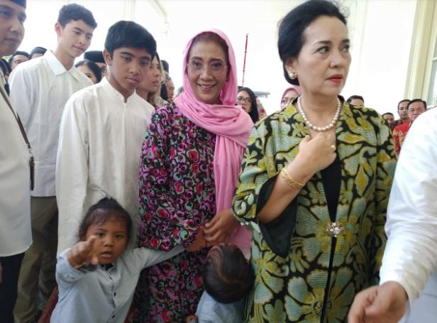 Menteri Susi saat hadiri open house Jokowi di Istana Negara.