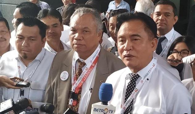 Tim hukum Jokowi-Ma'ruf Amin menyerahkan berkas jawaban dan bukti untuk menghadapi sidang gugatan hasil Pilpres 2019 di MK, Kamis (13/6/2019).