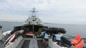 TNI AL Kerahkan KRI Cucut Bantu SAR Kapal Tabrakan