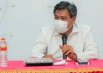 Plt. Direktur Jenderal Industri Agro Kementerian Perindustrian, Putu Juli Ardika saat melakukan diskusi dengan para petani tebu mitra dafri industri gula PT. Sukses Mantap Sejahtera (SMS) di Dompu, Nusa Tenggara Barat